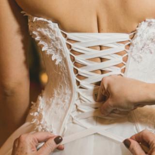 wat kost een corset bruiloft budget trouwdag